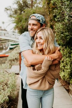 Pose of Cute Picture Ideas With Boyfriend - Diruang Tengah Photo Poses For Couples, Couple Photoshoot Poses, Cute Couples Photos, Couple Picture Poses, Pic Pose, Engagement Photo Poses, Couple Photography Poses, Engagement Photo Inspiration, Couple Posing