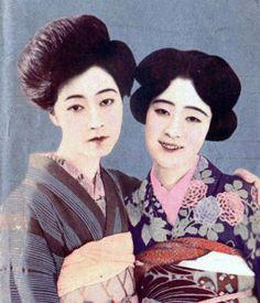 Japanese actresses Matsui Chieko 松井千枝子 (1899-1929) with Tsukuba Yukiko 筑波雪子 (1906-1977) - Hand colored photo - 1925