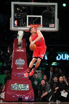 Blake Griffin in Sprite Slam Dunk Contest I Love Basketball, Basketball Legends, Basketball Pictures, Sports Pictures, Basketball Players, Basketball Moves, Art Pictures, Slam Dunk, Nba Stars
