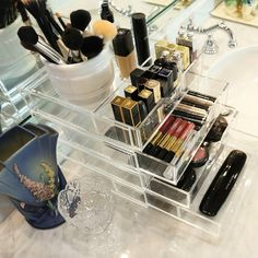 Acrylic Makeup Organizer stack with lid Let's get ready to Boxy! This Boxy Girl® With Lid stack with logo-engraved lid is for you. The beautiful and functional acrylic drawers comes Clear Makeup Organizer, Makeup Drawer Organization, Everyday Make Up, We Make Up, Makeup Pouch, Makeup Case, Makeup Containers, Make Up Organiser, Make Up Collection