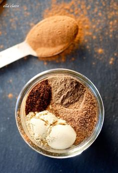 Easy and inexpensive homemade pumpkin pie spice recipe - tastes much better than store bought and perfect for fall baking recipes Homemade Pumpkin Pie, Homemade Spices, Homemade Seasonings, Pumpkin Pie Spice, Pumpkin Recipes, Fall Recipes, Holiday Recipes, Homemade Desserts, Baking Recipes