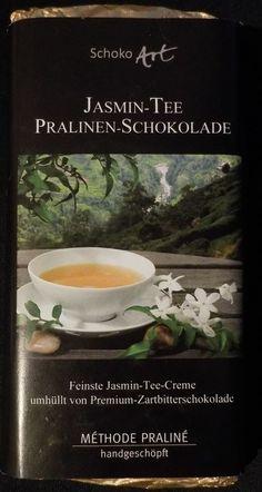Schoko Art Jasmin-Tee Pralinen-Schokolade... Μαύρη σοκολάτα 53% κακάο με γέμιση κρέμα τσάι γιασεμί. Ωραίο απαλό άρωμα κακάο. Νόστιμη μαύρη σοκολάτα επικάλυψης ελαφρώς γλυκιά που αγκαλιάζει την πάστα τσαγιού η οποία απελευθερώνει απαλή γεύση γιασεμιού σαν να πίνει καποιος τσάι γιασεμί! Ενας ιδιαίτερος και εντυπωσιακός συνδιασμός! Jasmin Tee, Chocolate World, Food, Chocolate Candies, Chocolate, Essen, Meals, Yemek, Eten