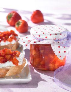 Erdbeer-Pfirsich-Konfitüre, kalorienreduziert - Eine fruchtige Konfitüre mit Erdbeeren und Pfirsich und Gelierzucker mit Süßungsmittel aus Stevia
