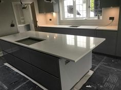 Installed We fitted the Bianco Carrina to this kitchen for one of our kitchen partners – Blax Kitchens. The Quartz worktops installed look absolutely stunning with the high gloss grey colour doors. The kitchen is a handleless German design. Large Kitchen Island, Breakfast Bars, White Style, Kitchen Modern, Quartz, Design, Home Decor, Decoration Home, Room Decor