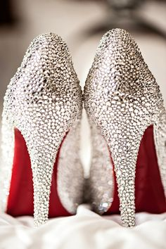 Gorgeous sparkle shoes! Make your own with rhinestones and some leather glue.  Oooh, la, la! #fashion #shoes