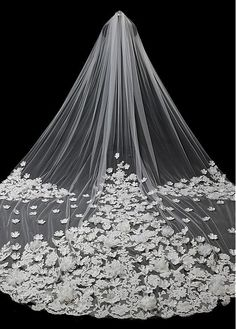 In Stock Beautiful Tulle Wedding Veil With Lace Appliques & Handmade Flowers