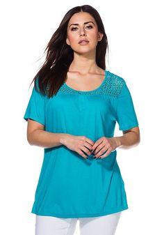 sheego T-Shirt mit leichten Zierfalten und Häkelspitze im Rundhalsausschnitt.