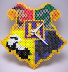 Hogwarts Crest Wall perler bead Clock by IvoryTowerDesigns Melty Bead Patterns, Hama Beads Patterns, Beading Patterns, Movie Crafts, Nerd Crafts, Harry Potter Perler Beads, Cross Stitch Harry Potter, Peler Beads, Hogwarts Crest