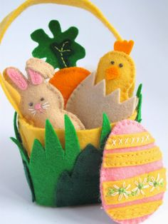 It's Time For An Easter Basket…. This adorable wool felt Easter Basket and Friends Set is quick to stitch and a… It's Time For An Easter Basket…. This adorable wool felt Easter Basket and Friends Set is quick to stitch and a… Easter Projects, Craft Projects, Boyfriend Crafts, Easter Tree, Felt Decorations, Easter Holidays, Easter Crafts For Kids, Valentine's Day Diy, Felt Toys