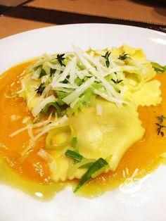 Procuratevi degli ingredienti di prima qualità: il successo dei vostri gustosissimi Ravioli di branzino alla zucca è garantito. Un piatto da veri chef!