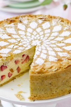 Die köstliche skandinavische Art, Käsekuchen zu genießen: mit Knusper-Haferfl… The delicious Scandinavian way to enjoy cheesecake: with crunchy oatmeal and cardamom in batter and a marzipan bonnet. Rhubarb gives the cake a spring-fresh note. Cheese Cake Receita, Baking Recipes, Vegan Recipes, Rhubarb Cake, Gateaux Cake, Cheesecake Recipes, Chocolate Chip Cookies, Food And Drink, Sweets