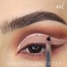 A one of a kind eye look filled with sparkles! Makeup Blog, Makeup Tips, Beauty Makeup, Eye Makeup, Gold Makeup Looks, Wedding Makeup Looks, Makeup Designs, Hair Designs, Make Up Inspiration