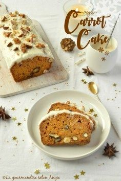 Vegan Christmas Carrot Cake // This carrot cake looks like a pretty snow covered mountain and tastes like the best loaf cake ever. | The Green Loot #vegan #Christmas