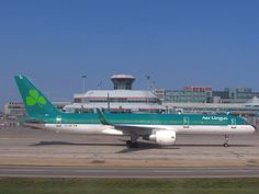 Aer Lingus Boeing 757 Taxing at Toronto Pearson Airport