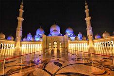 82 iconic world landmarks to visit before you die [PICs] - Matador Network Sheikh Zayed Grand Mosque - Abu Dhabi, United Arab Emirates Abu Dhabi, Mosque Architecture, Amazing Architecture, Visit Dubai, Beautiful Mosques, Dubai City, Grand Mosque, Famous Landmarks, Place Of Worship