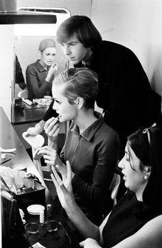 Twiggy photographed by Burt Glinn, London 1966.