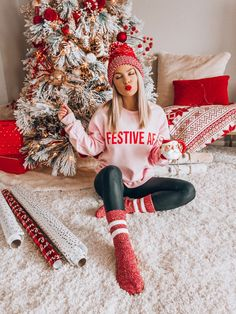 cozy outfit for Christmas morning / red hat pink sweatshirt leggings . cozy outfit for Christmas morning / red hat pink sweatshirt leggings knit . cozy outfit for Christmas morning / red hat pink sweatshirt leggings knit socks lindsey ☀ gravely - Cozy Christmas Outfit, Christmas Fashion Outfits, Christmas Mood, Holiday Outfits, Fall Winter Outfits, Christmas Clothes, Outfits For Christmas Pictures, Xmas, Christmas Outfits For Women