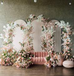 Wedding Stage Backdrop, Wedding Backdrop Design, Backdrop Event, Stage Decorations, Wedding Decorations, Decor Wedding, Wedding Ideas, Salas Lounge, Floral Wedding
