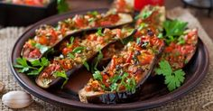 Recette de Aubergines grillées Croq'Kilos aux tomates, ail et paprika. Facile et rapide à réaliser, goûteuse et diététique.