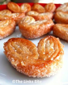 This is a very easy 3 ingredient recipe that makes a wonderful sweet pastry treat that looks very fancy! thelinkssite.com