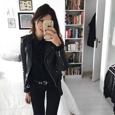 """7,423 curtidas, 49 comentários - Vic Hollo (@vicqueen) no Instagram: """"black on black on black..."""""""