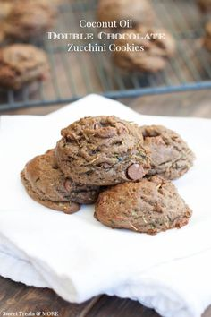 The BEST fudgy chocolate zucchini cookies made with coconut oil! And double the chocolate! Healthy Cookies, Healthy Desserts, Just Desserts, Delicious Desserts, Dessert Recipes, Yummy Food, Soup Recipes, Zucchini Cookie Recipes, Chocolate Zucchini Cookies
