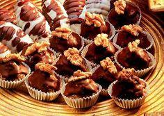 Moje čokoládové hrudky Mini Cupcakes, Muffin, Breakfast, Desserts, Food, Muffins, Postres, Deserts, Hoods