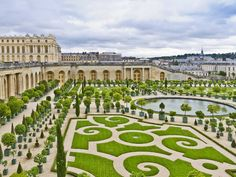 100 viagens que todos deveriam fazer uma vez na vida 39 Se perca no labirinto de jardins do Palácio de Versalhes, Paris, França.  Leia mais em: 100 viagens que todos deveriam fazer uma vez na vida - Metamorfose Digital http://www.mdig.com.br/index.php?itemid=33086#ixzz3T8qqZoa5