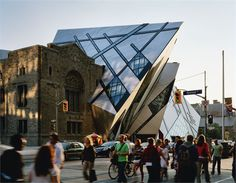 Royal Ontario Museum by Studio Daniel Libeskind Daniel Libeskind, Van Gogh Museum, Art Museum, Zaha Hadid, World Trade Center, Frank Gehry, Amazing Architecture, Architecture Details, Conceptual Architecture