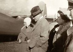 Cumhurbaşkanı Atatürk, Türkkuşu'nda Sabiha Gökçen ile birlikte.  Ankara, 1937