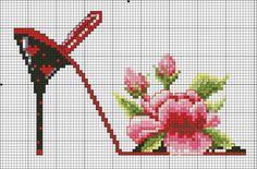 zapatillas con flores en punto de cruz