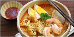 Laksa - Spicy street food noodle dish popular in Malaysia and Singapore. This homemade curry laksa recipe is so easy and delicious. Malaysian Cuisine, Malaysian Food, Malaysian Curry, Malaysian Recipes, Curry Laksa, Laksa Soup, Laksa Recipe, Easy Asian Recipes, Recipes