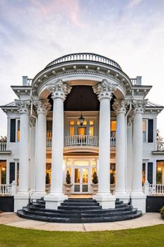 Huge Houses, Old Houses, Casa Hotel, Glam House, Dream Mansion, Dream Homes, Antebellum Homes, Bungalow House Design, Mansions For Sale