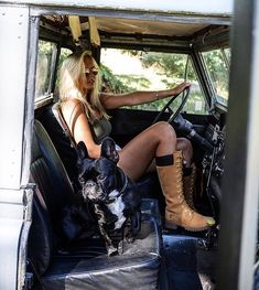 Her Landrover and her dog, My perfect woman! Defender 90, Land Rover Defender, Trucks And Girls, Car Girls, Land Rovers, Big Rig Trucks, Ford Trucks, Pickup Trucks, Vw Bus