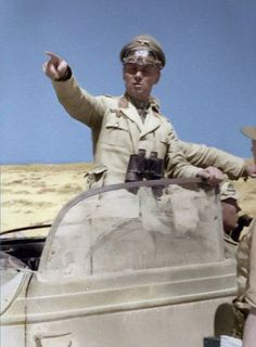 [Photo] German Colonel General Rommel in North Africa, Jun 1942 Ww2 History, Military History, Afrika Corps, North African Campaign, Erwin Rommel, Historia Universal, Germany Ww2, Military Photos, German Army