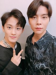 """180909 - 127 twt : """"Singapore NCTzens, are you guys ready for us? Lets get it ✊ From your best duo Johnny and Mark Taeyong, Jaehyun, Nct 127, Mark Lee, Winwin, Nct Dream, Rapper, Selca, Best Duos"""