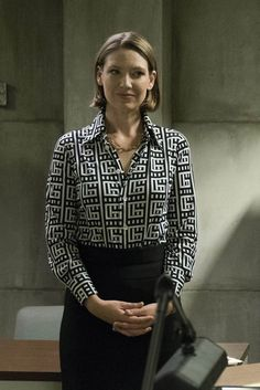 "Anna Torv ""Dr. Wendy Carr"" in Mindhunter (2017-)"