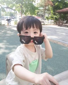 Baby Onesies With Name - - Baby And Daddy Anime - Baby Fever Husband - - Baby Ulzzang Icon Cute Asian Babies, Korean Babies, Cute Babies, Baby Sleep Routine, Sleeping Patterns For Babies, Baby Tumblr, Ulzzang Kids, Baby Eating, Third Baby