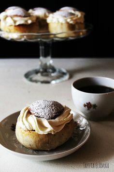 Laskiainen, Laskiaispullat. Semlor Pancakes, Goodies, Pudding, Breakfast, Desserts, Food, Recipes, Chocolates, Sweet Like Candy