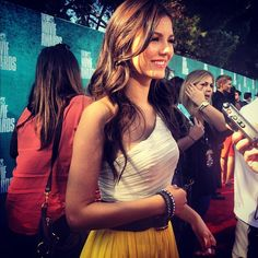 Victoria Justice chats with PEOPLE's Dahvi Shira at the MTV Movie Awards