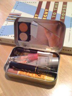 Makeup kit out of an altoid tin for my walking pharmacy bag. - Makeup kit out of an altoid tin for my walking pharmacy bag. Diy Makeup Kit, Makeup Box, Mini Makeup Bag, Teen Makeup, Easy Makeup, Makeup Storage, Makeup Tutorials, Makeup Ideas, Diy Tumblr