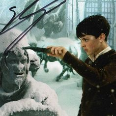 Skandar Keynes' autograph!! ;D hang my copy in my room