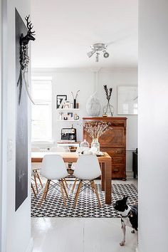 Dining room interior design ideas. Eclectic mix of old and new makes this modern dining room shine.