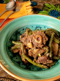 As I have said in previous posts, bredies are an inescapable part of traditional South African cuisine and are, to many, the quintessential definition of South African huiskos (home cooking). South African Dishes, West African Food, South African Recipes, Green Bean Dishes, Green Bean Recipes, Jamaican Recipes, Beef Recipes, Cooking Recipes, How To Cook Greens