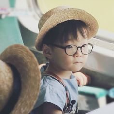 song daehan with glasses Korean Babies, Asian Babies, Cute Kids, Cute Babies, Baby Kids, Song Il Gook, Triplet Babies, Superman Baby, Man Se