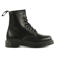 Total black Dr. Martens boots - Totaal zwarte Dr. Martens veterlaarzen