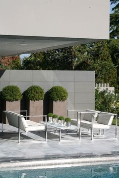 Grey wall for the backyard with the huge planters