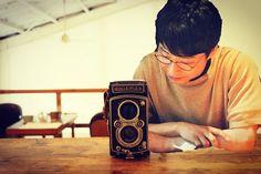 """518 次赞、 18 条评论 - 星野源ラブ♡ (@hoshigen_channel) 在 Instagram 发布:""""新連載 #カメラの話をしよう  第一回目のゲストは、星野源さん  昼下がり、ふたりで写真を撮り合いっこ #妄想は止まらない止められない . . こんな#星野源ください  . . #星野源…"""""""