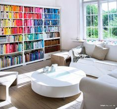 TO DIY OR NOT TO DIY: REORGANIZE A SUA BIBLIOTECA POR CORES!