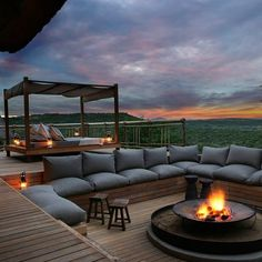 This #terrace is South #Africa is simply #breathtaking! Stylish yet cosy #lounge #furniture, a #firepit, an #outdoor bed with #canopy and not to mention the jawdropping #view... What more can you ask for? #Design by M&M Designs. Browse #homify for daily #inspiration!    #rooftop #rooftopterrace #deck #sundeck #views #nature #southafrica #outdoorliving #outdoorspace #modernliving #dreamterrace #terracegoals #designinspo #picoftheday #sunset #vacation #summer #relax